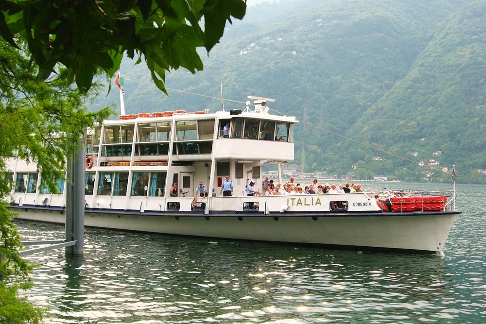 Barco en el Lago Maggiore