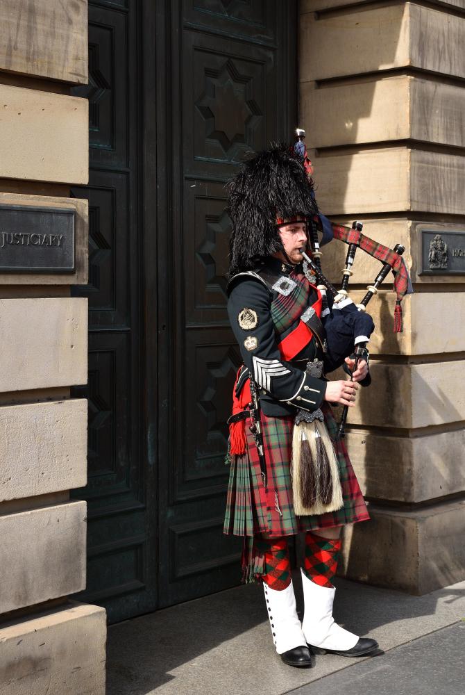 Gaitero escocés Royal Mile Edimburgo Escocia