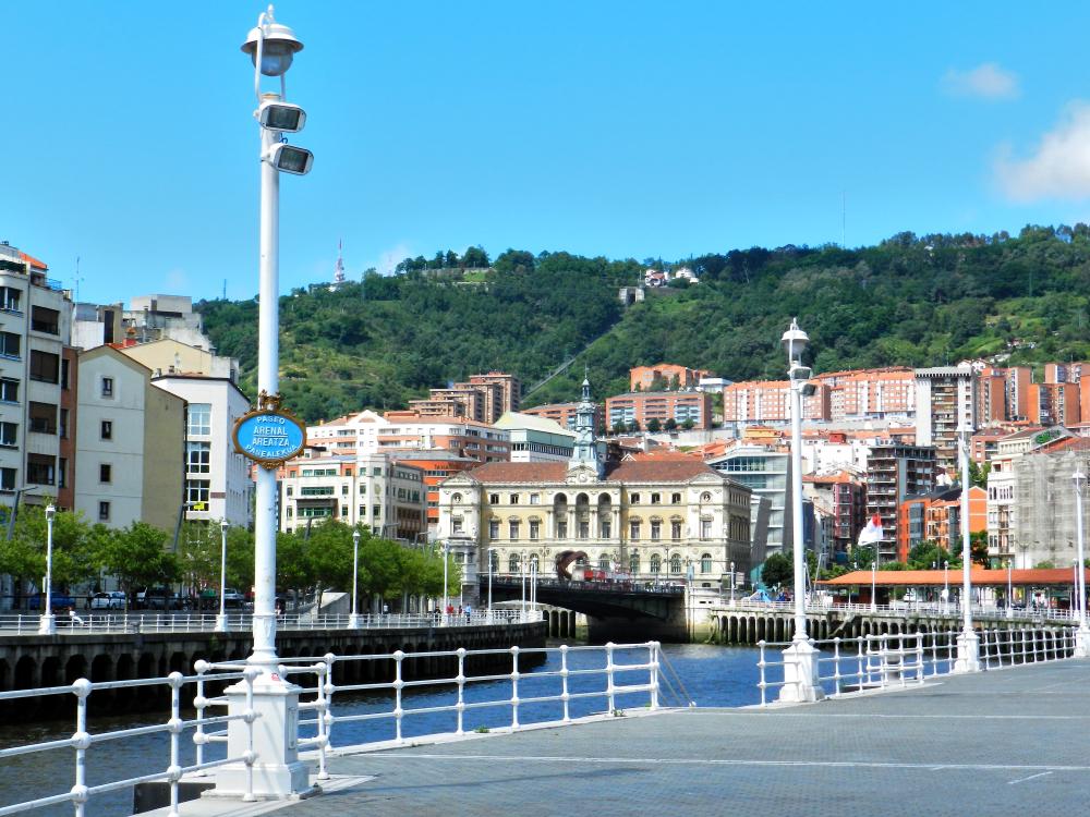 Paseo junto a la Ría de Bilbao